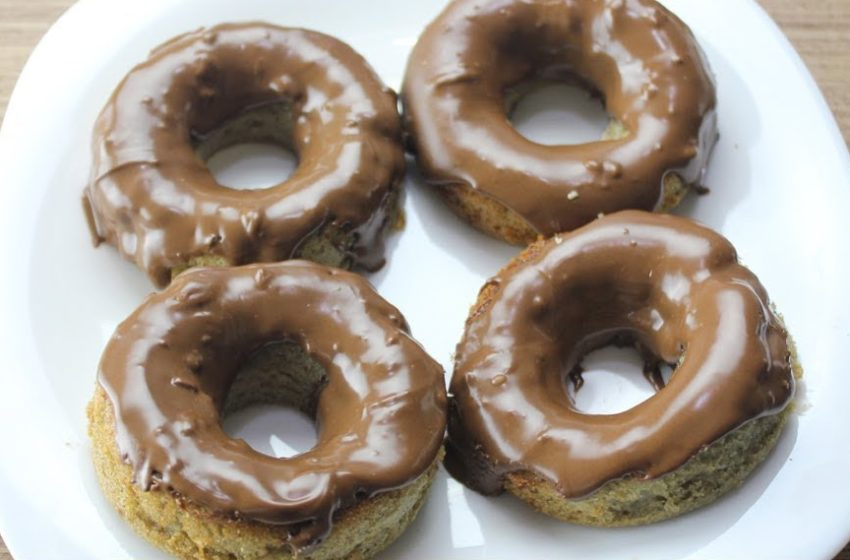 Donut Fit de Banana com Chocolate